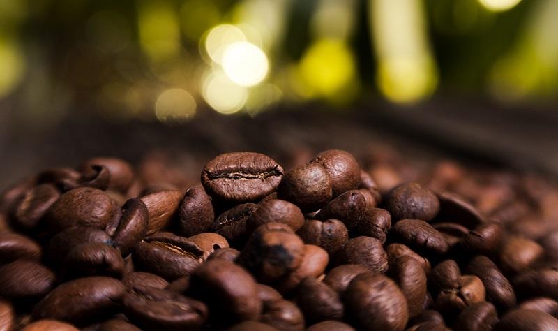 https: img.okezone.com content 2018 06 27 320 1914747 tandingi-starbucks-the-coffee-bean-tea-leaf-siap-buka-100-gerai-eL3OqnO9NO.jpg