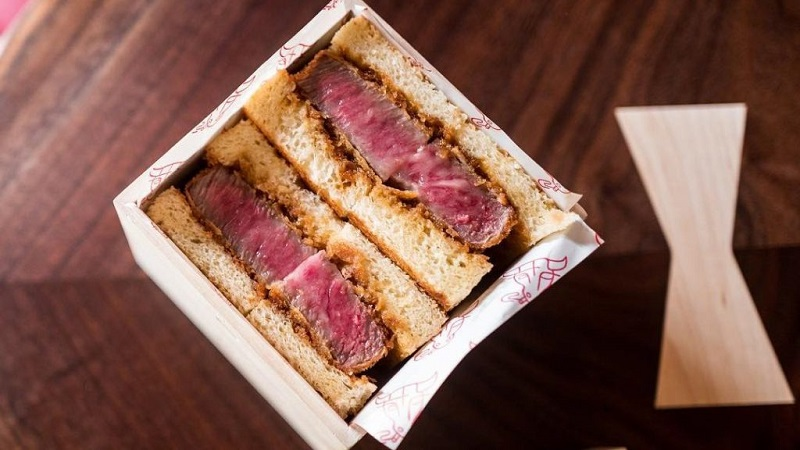 https: img.okezone.com content 2018 06 28 298 1915293 sepotong-sandwich-daging-ini-dijual-seharga-rp2-6-juta-apa-kelebihannya-k5bFRn7X5i.jpg