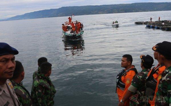https: img.okezone.com content 2018 06 28 337 1915308 bangkai-km-sinar-bangun-para-korban-ditemukan-di-kedalaman-450-meter-dnXoknqdcf.jpg