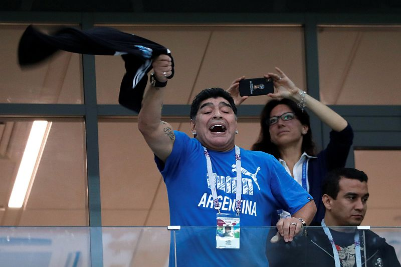 https: img.okezone.com content 2018 06 29 350 1915432 maradona-dibayar-rp188-juta-untuk-saksikan-langsung-pertandingan-piala-dunia-2018-vCuydKCOS8.jpg
