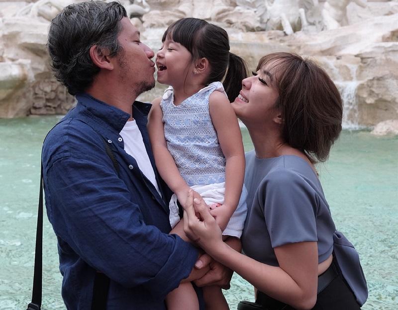 https: img.okezone.com content 2018 06 29 406 1915872 foto-foto-serunya-liburan-keluarga-gading-marten-gisel-di-italia-gempi-bikin-gemas-dICUG5pOU2.jpg