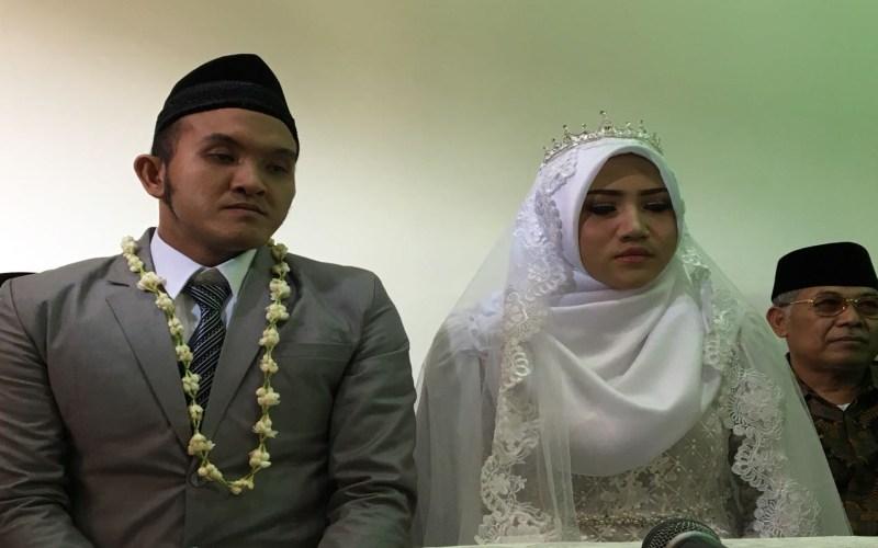 https: img.okezone.com content 2018 06 30 33 1916009 caisar-aditya-resmi-menikah-dengan-mantan-sopir-indadari-7Ca8QQoaBv.jpg