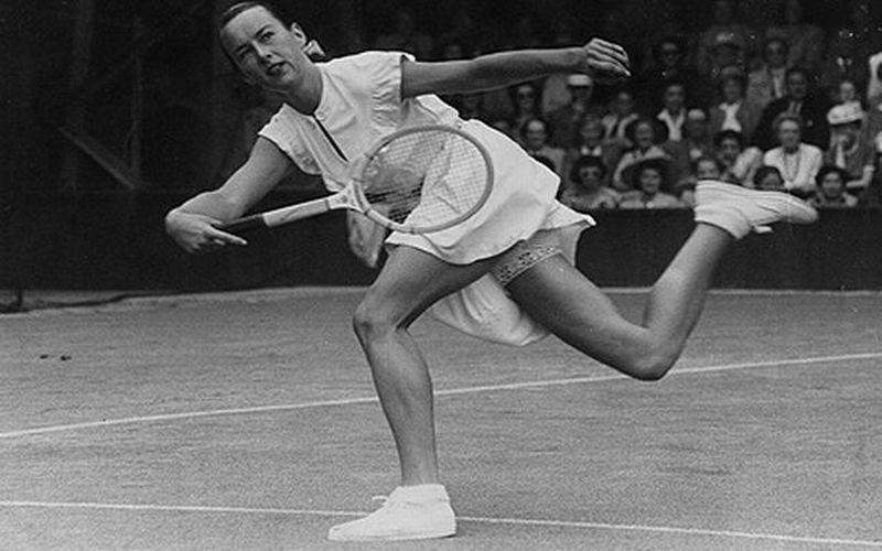 https: img.okezone.com content 2018 07 03 194 1917195 7-outfit-kontroversial-di-ajang-wimbledon-mulai-motif-bunga-hingga-terlihat-celana-dalamnya-w73I0assGI.jpg