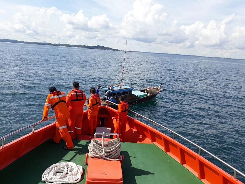 https: img.okezone.com content 2018 07 03 340 1917463 tim-sar-belum-tahu-tujuan-kapal-pengangkut-tki-yang-tenggelam-di-malaysia-pEr2BS1Hxi.jpg