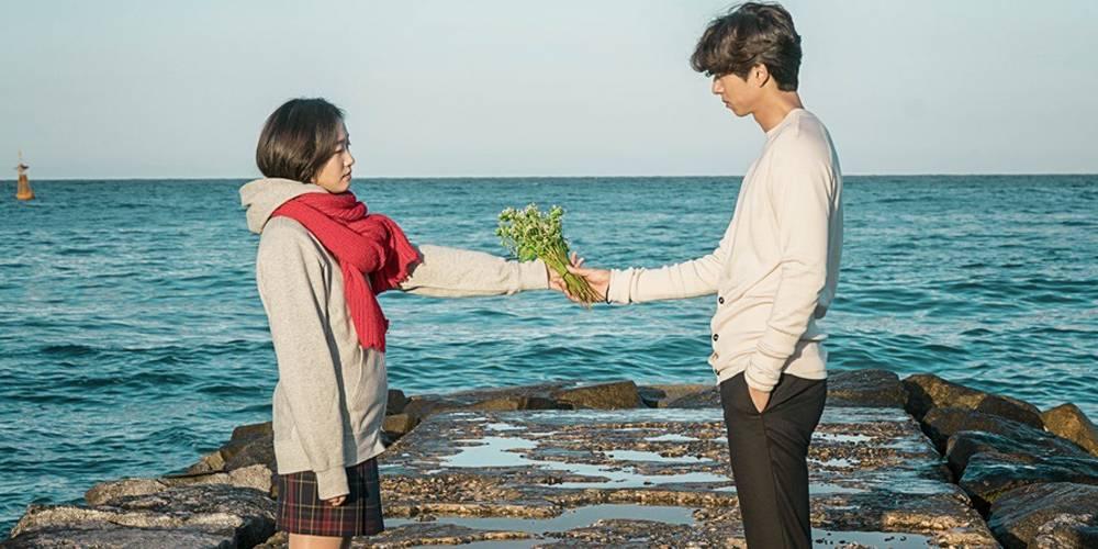https: img.okezone.com content 2018 07 04 196 1917818 bikin-mewek-5-drama-korea-romantis-ini-punya-jalan-cerita-unik-PmNcCmEuMH.jpg