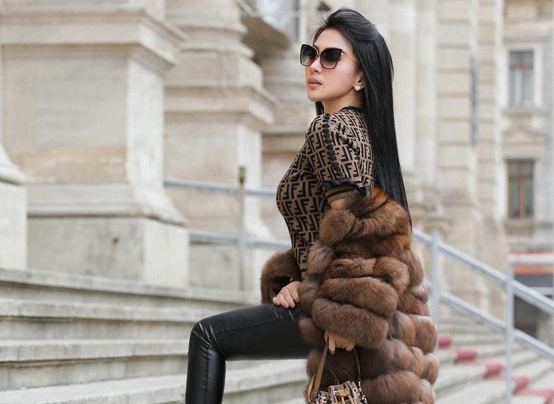 https: img.okezone.com content 2018 07 05 194 1918487 4-sepatu-heels-mewah-koleksi-syahrini-total-harganya-lebih-dari-rp50-juta-dXfkxXSD5g.jpg