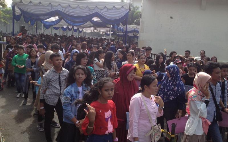https: img.okezone.com content 2018 07 05 205 1918055 ribuan-bakat-muda-medan-antre-di-big-audition-indonesian-idol-junior-2018-h7OkzMuKbr.jpg
