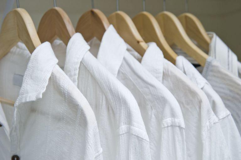 https: img.okezone.com content 2018 07 10 194 1920565 begini-cara-hilangkan-noda-bekas-keringat-di-baju-putih-J6Zkw2MMxb.jpg