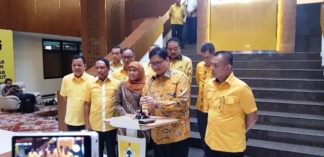 Airlangga: Golkar Akan Kawal Khofifah-Emil di Jawa Timur