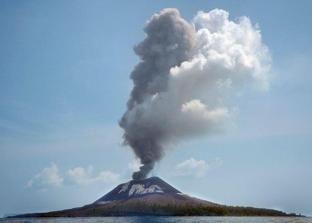 https: img.okezone.com content 2018 07 12 340 1921329 gunung-anak-krakatau-meletus-56-kali-status-masih-waspada-Uyy5g6TurZ.jpg