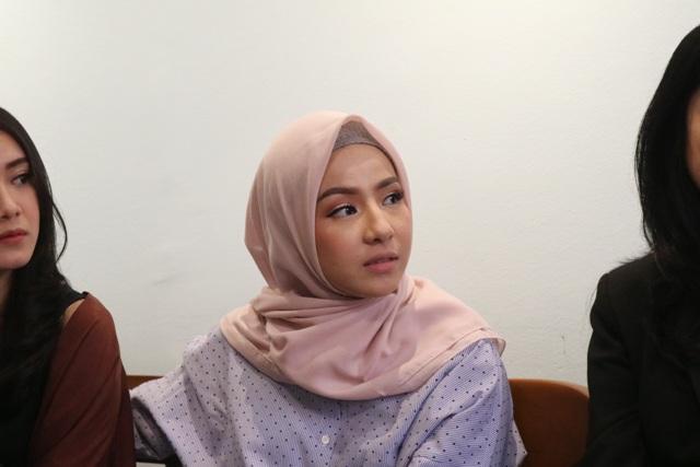 https: img.okezone.com content 2018 07 13 33 1922102 ini-makna-hijab-bagi-natasha-rizky-2Gyqb1GEpo.jpg