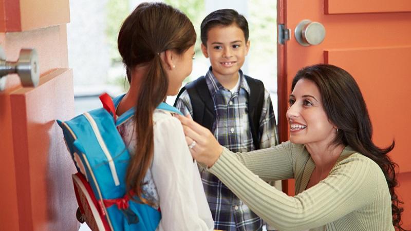 https: img.okezone.com content 2018 07 16 196 1923054 orangtua-sempatkan-antar-anak-ke-sekolah-ini-dampak-positif-buat-si-kecil-TcQ3ljJlQK.jpg