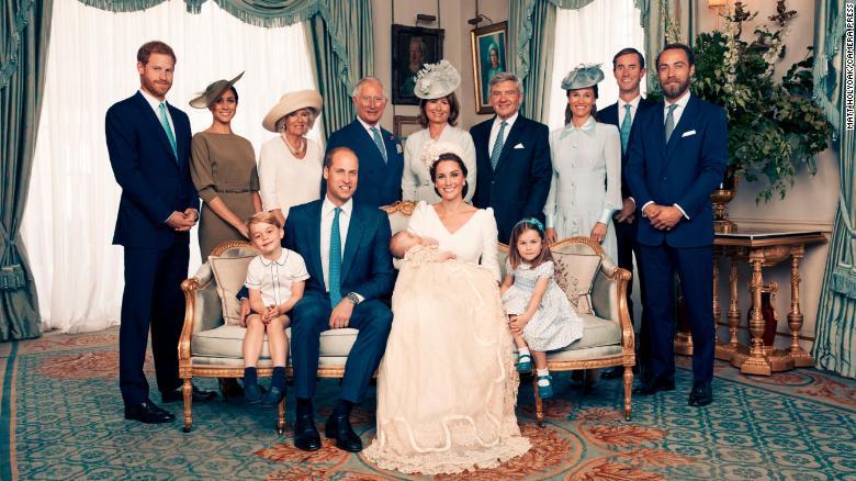 https: img.okezone.com content 2018 07 16 33 1922883 seperti-ini-foto-resmi-perdana-pangeran-william-dan-ketiga-anaknya-bO1lKH6a1D.jpg