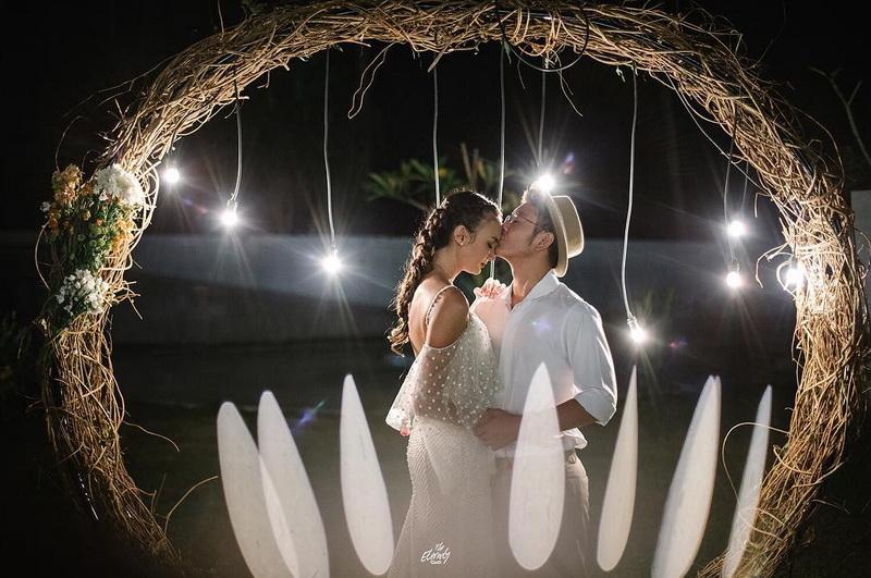 https: img.okezone.com content 2018 07 16 33 1923038 bahagianya-nadine-chandrawinata-dan-dimas-anggara-dikejutkan-pesta-pernikahan-di-atas-kapal-pesiar-Bx16qEQcT9.jpg