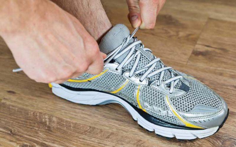 10 Tips Memilih Sepatu Atletik Yang Awet