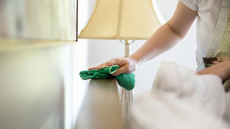 https: img.okezone.com content 2018 07 19 196 1924721 tips-cepat-bersih-bersih-rumah-untuk-ibu-yang-sibuk-bekerja-dqmypeFVX4.jpg