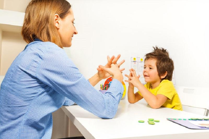 https: img.okezone.com content 2018 07 20 196 1925166 punya-anak-berkebutuhan-khusus-orangtua-perlu-lakukan-ini-agar-anak-tumbuh-optimal-AtZSQAisLb.jpeg
