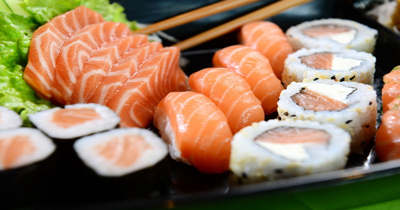 https: img.okezone.com content 2018 07 21 298 1925414 bikin-sushi-tidak-sulit-jajal-resep-ini-8IjOtIM7em.jpg