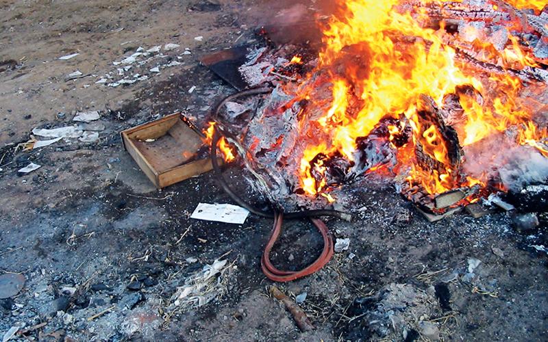 https: img.okezone.com content 2018 07 21 481 1925596 membakar-sampah-di-pekarangan-bahayakan-kesehatan-ini-penjelasannya-ky4SSiW4Uw.jpg