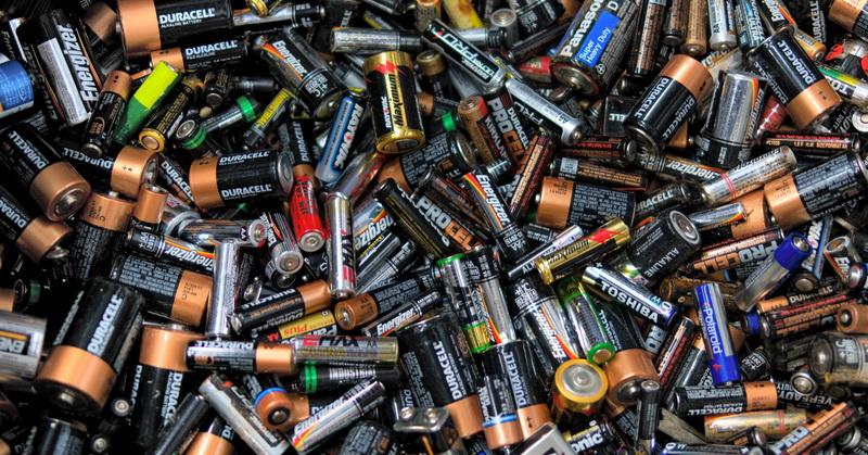 https: img.okezone.com content 2018 07 23 207 1926214 ini-yang-harus-anda-lakukan-bila-baterai-sudah-tak-bisa-dipakai-TbfZ63q2u9.jpg