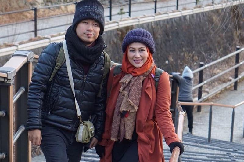 https: img.okezone.com content 2018 07 24 33 1926457 istri-denny-unggah-foto-ulang-tahun-cagur-netizen-kok-enggak-ada-narji-RZmoYoFJEE.jpg