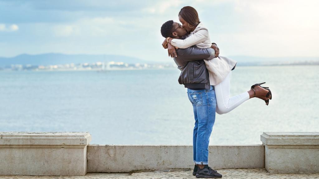 https: img.okezone.com content 2018 07 24 481 1926468 ini-6-manfaat-berciuman-bagi-kesehatan-tubuh-anda-lAAwyFC8XH.jpg