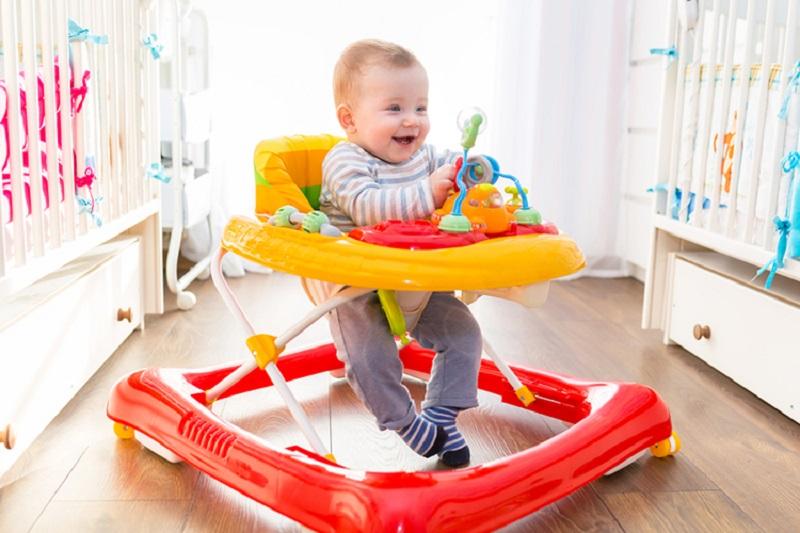 https: img.okezone.com content 2018 07 24 481 1926681 ajarkan-anak-berjalan-dengan-baby-walker-itu-salah-simak-penjelasan-ahli-wWAh5JKtlY.jpg