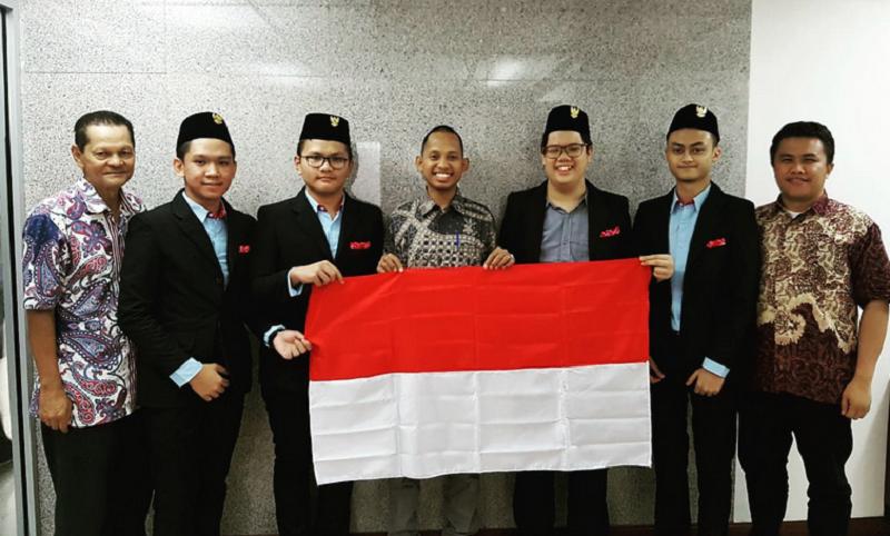 https: img.okezone.com content 2018 07 24 65 1926482 tim-olimpiade-biologi-indonesia-raih-perak-di-ajang-internasional-TrIJacyUYb.png