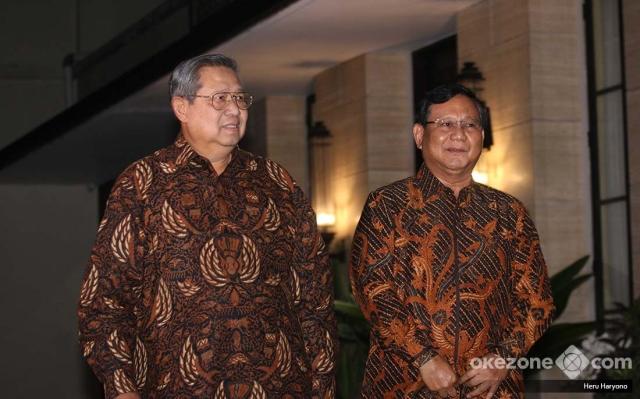 https: img.okezone.com content 2018 07 25 194 1926993 sby-prabowo-bertemu-bahas-politik-dresscode-batik-jawa-tengahan-jadi-sorotan-5LKJKbt7m7.jpg