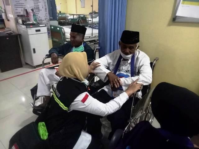 https: img.okezone.com content 2018 07 25 398 1927075 mayoritas-jamaah-indonesia-yang-dirawat-di-kkhi-madinah-pria-berusia-lanjut-nyvK9EQL0T.jpg