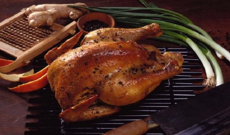 Hidangan ini biasanya diolah melalui proses marinasi selama tiga jam, lalu digoreng sebelum dibaluri bumbu rempah-rempah.