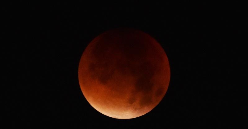 https: img.okezone.com content 2018 07 25 56 1927351 5-alasan-mengapa-gerhana-bulan-pekan-ini-sayang-untuk-dilewatkan-Fqt62i7ojg.jpg