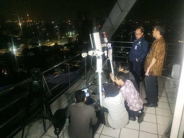 https: img.okezone.com content 2018 07 28 337 1928504 bmkg-pantau-gerhana-bulan-total-dari-24-titik-di-indonesia-37vFNxdZNT.jpg