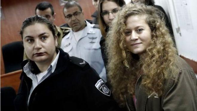 https: img.okezone.com content 2018 07 29 18 1928925 ahed-tamimi-remaja-palestina-yang-tampar-tentara-israel-akhirnya-bebas-dari-penjara-irgd7YHZNL.jpg