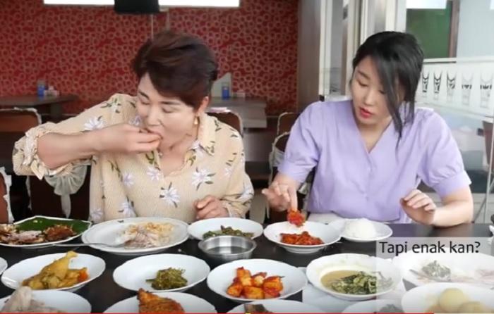 https: img.okezone.com content 2018 07 30 298 1929326 orang-korea-jajal-masakan-padang-dan-jengkol-reaksinya-bikin-gemas-h2HrFwCuVn.jpg
