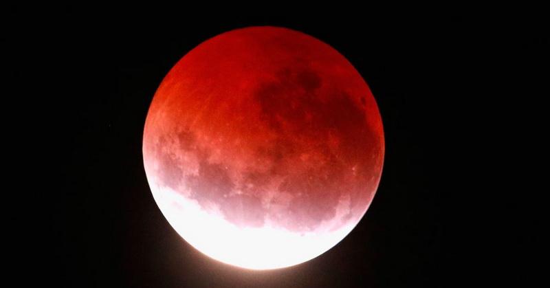 https: img.okezone.com content 2018 07 30 56 1929189 fenomena-gerhana-bulan-total-curi-perhatian-warga-dunia-zTJ1SS3oax.jpg
