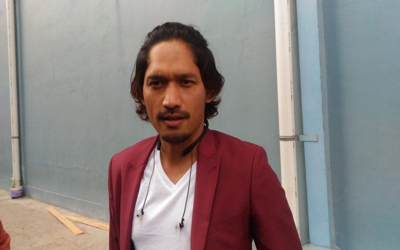 https: img.okezone.com content 2018 07 31 33 1929745 pasca-cerai-ibnu-jamil-pilih-gaya-rambut-gondrong-d0zqYn6r0s.jpg