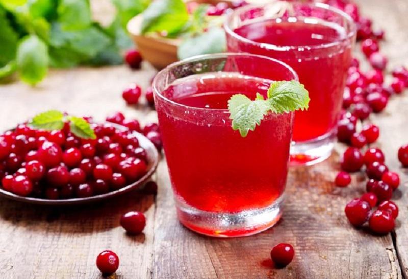 https: img.okezone.com content 2018 07 31 481 1930022 minum-jus-cranberry-berkhasiat-cegah-batu-ginjal-MDTNumvhm3.jpg