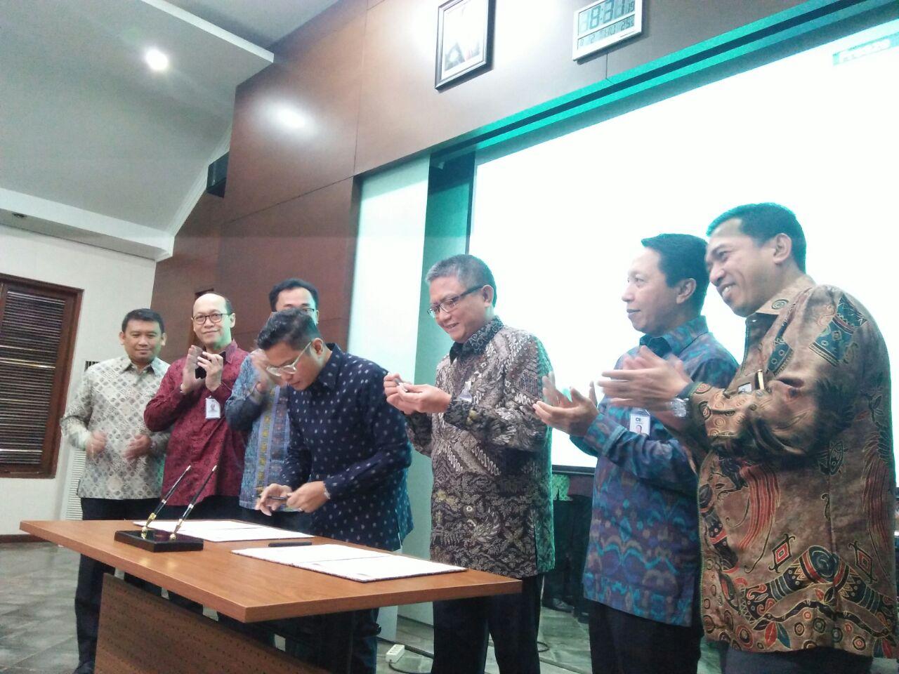 https: img.okezone.com content 2018 08 02 278 1930818 askrindo-jamin-sekuritisasi-aset-garuda-indonesia-rp2-triliun-e1aFXF03cS.jpg