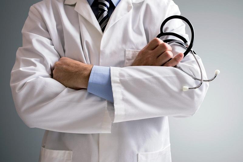 https: img.okezone.com content 2018 08 02 481 1930852 ini-isi-protes-dokter-atas-peraturan-baru-bpjs-kesehatan-FzTyyZVj9q.jpg