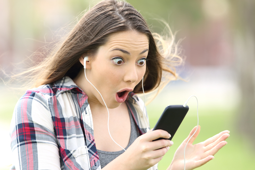 https: img.okezone.com content 2018 08 07 56 1933147 manusia-bisa-alami-fenomena-earworms-apa-itu-rlh6cn723s.jpg