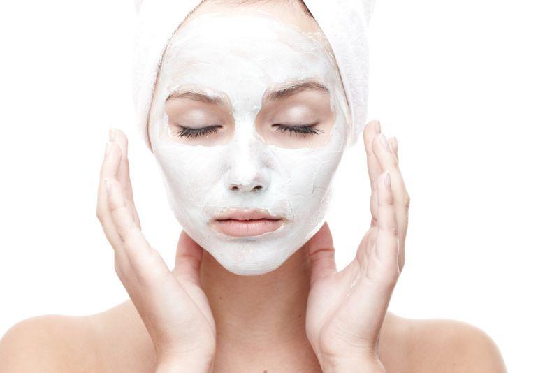 https: img.okezone.com content 2018 08 08 196 1933414 tips-memilih-pembersih-wajah-dari-dermatologis-dalam-3-langkah-EzguxXG7Iz.jpg