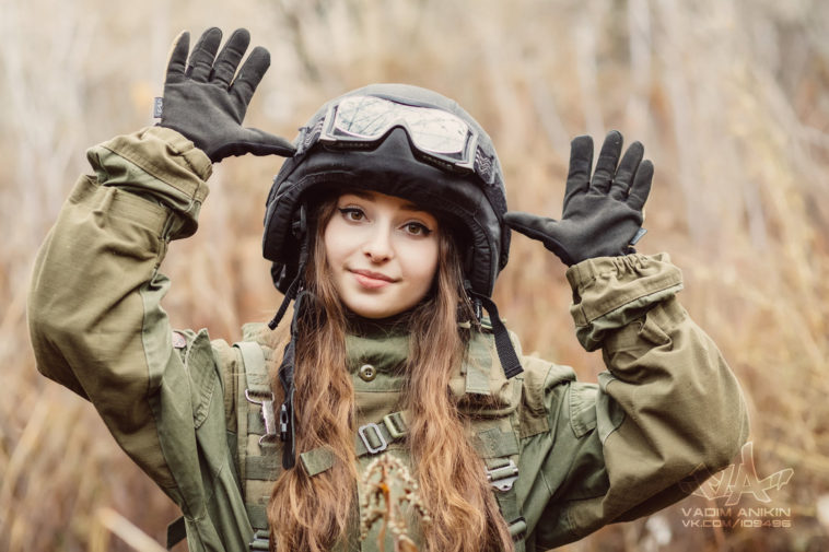 https: img.okezone.com content 2018 08 09 194 1933902 tentara-wanita-dari-rusia-ini-sangat-cantik-ternyata-dia-adalah-fWQ3wj3qs0.jpg