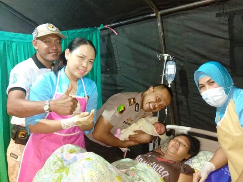 Pusdokkes Polri Bantu Tiga Ibu Melahirkan Di Tenda Darurat Rs Bhayangkara Mataram Okezone News
