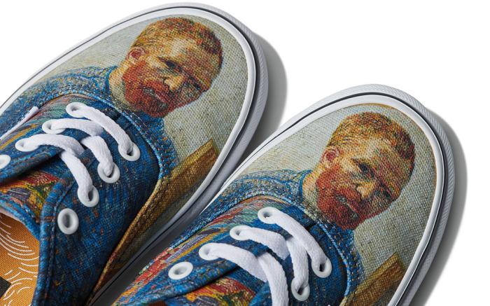 https: img.okezone.com content 2018 08 10 194 1934846 tampil-lebih-trendi-dengan-sepatu-berunsur-seni-S0Nm0RMCY9.jpg