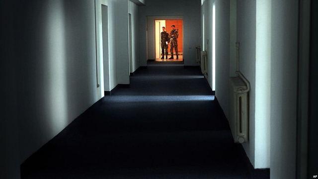 https: img.okezone.com content 2018 08 12 18 1935337 dokumen-baru-penyiksaan-sadis-tahanan-al-qaida-terkuak-EtKoqppsuw.jpg