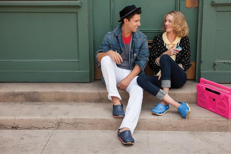https: img.okezone.com content 2018 08 13 194 1935983 sandal-karet-crocs-bakal-jadi-barang-langka-di-dunia-HpghcyRkWb.jpg