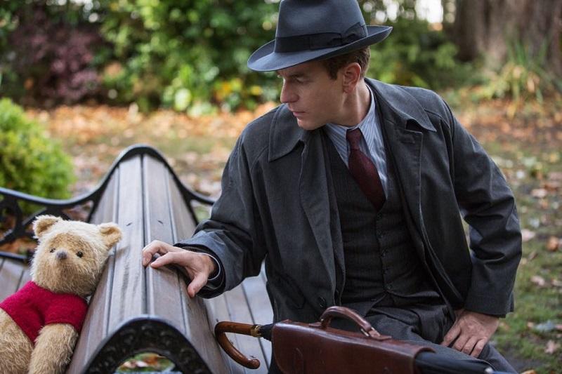 https: img.okezone.com content 2018 08 15 206 1936635 movie-review-christopher-robin-sebuah-tontonan-hangat-untuk-keluarga-w71uw2bRxi.jpeg