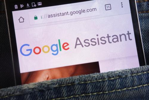 https: img.okezone.com content 2018 08 15 207 1936887 google-assistant-dilengkapi-fitur-baru-bisa-bacakan-berita-aKNVFB4bVx.jpg