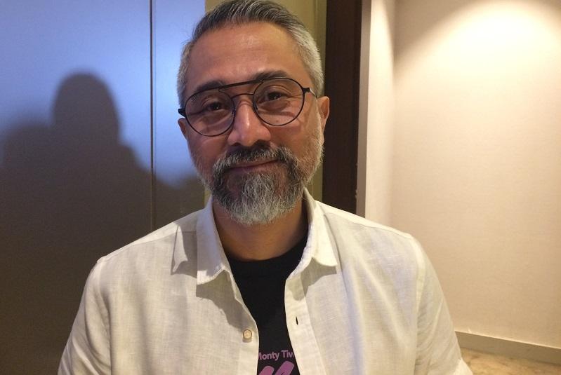 https: img.okezone.com content 2018 08 15 33 1936628 lukman-sardi-bangga-ikut-kirab-obor-asian-games-2018-vcGGEL4kyz.jpeg